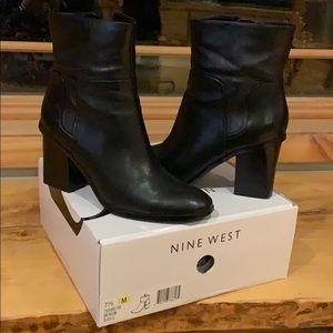 Nine West Noomi Black Leather booties+ 🎁